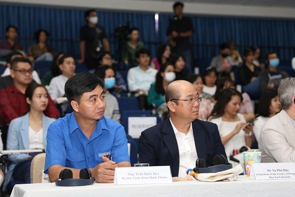 Dự buổi lễ khai giảng, Bí thư Tỉnh Đoàn Bình Phước Trần Quốc Duy (bìa trái) cho rằng khóa học giúp người trẻ phát huy tư duy sáng tạo trong lĩnh vực làm phim, từ đó góp sức cho việc phát triển ngành điện ảnh Việt Nam.