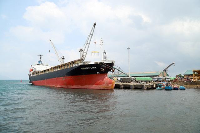 Cụm cảng Vũng Áng – Sơn Dương nằm trên hành lang của các tuyến hàng hải quốc tế, là cửa ngõ ra biển của Lào và Thái Lan.