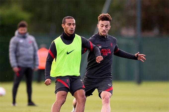 Thiago chưa hòa nhập nhưng Jota đã chứng tỏ được nhiều sự hữu dụng với Liverpool