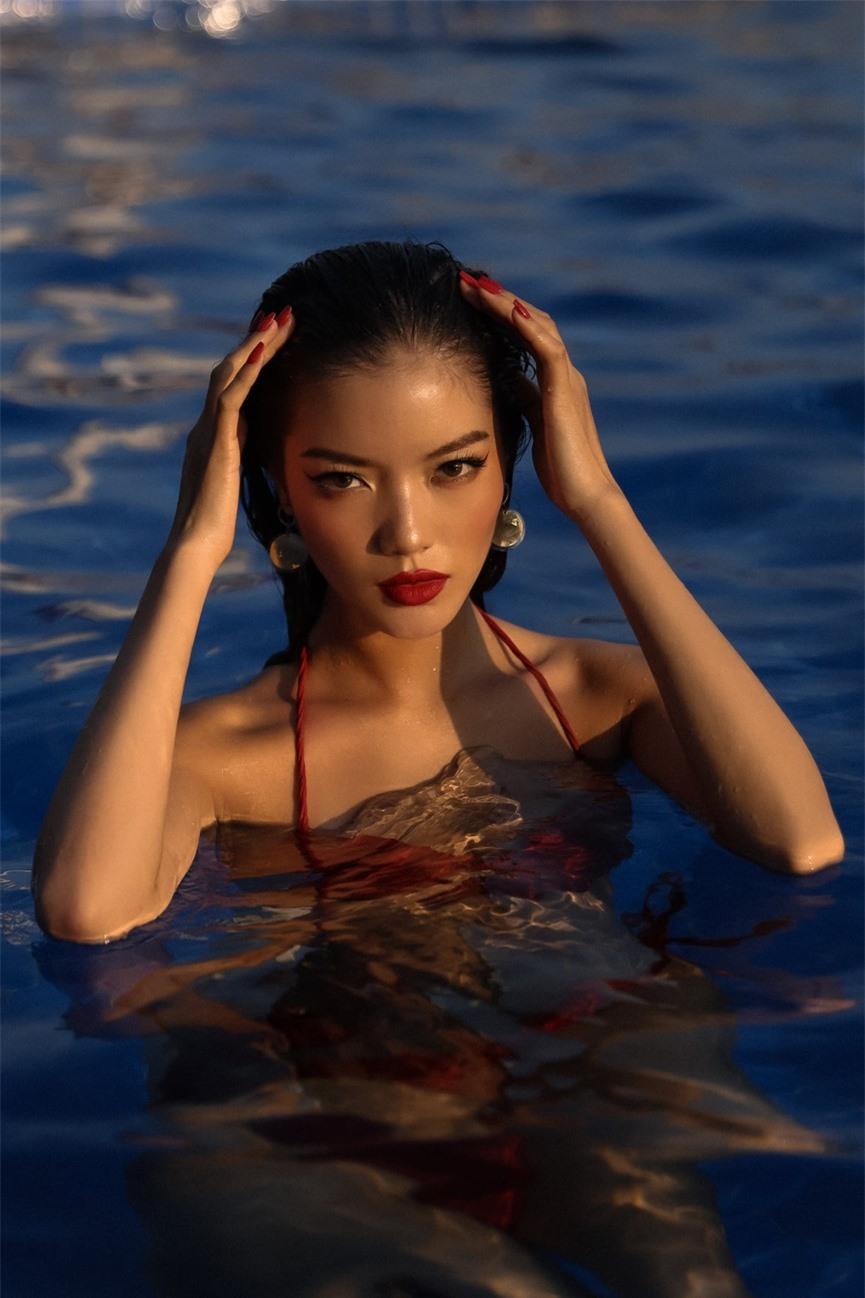 Người đẹp miền Tây của HHVN 2018 Lâm Bích Tuyền khoe dáng nóng bỏng với bikini - ảnh 2