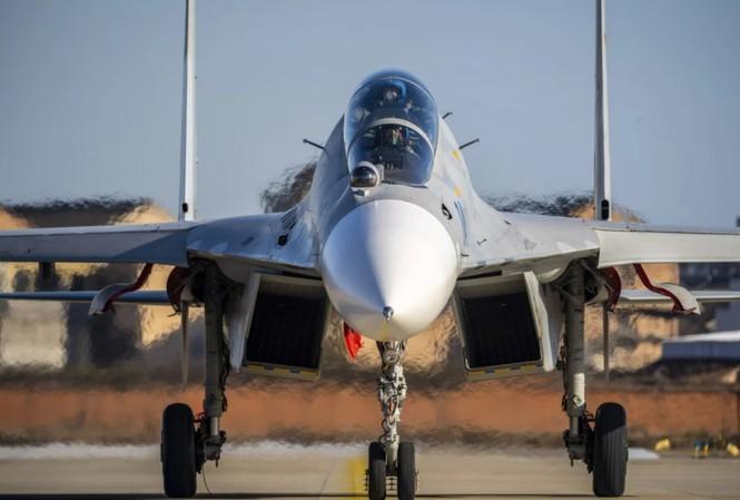 Xuất khẩu vũ khí của Trung Quốc đã giảm trong 5 năm qua. Trong ảnh: Một chiến đấu cơ J-11 do Trung Quốc sản xuất