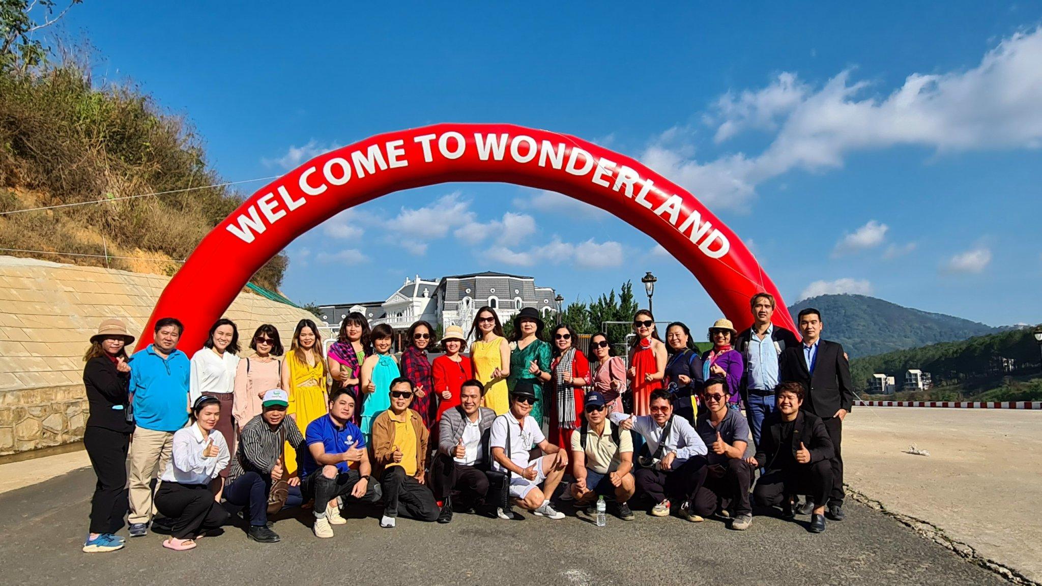 Dalat Wonder Resort khai trương khu trượt tuyết trong nhà, vườn thú, khu vui chơi trẻ em.