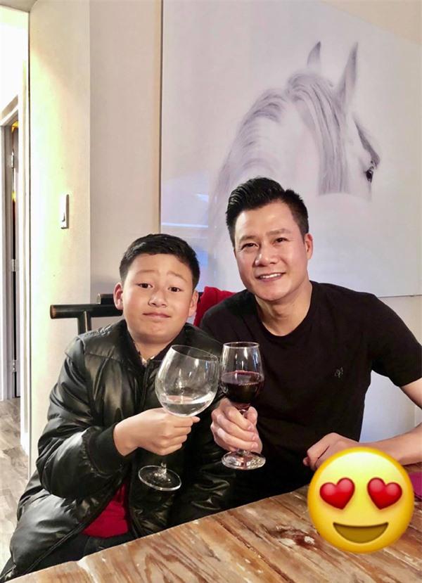 Chồng cũ khoe con trai cao lớn, Hoa hậu Jennifer Phạm nhắn gửi: Bay về bển với bạn ý đi - Ảnh 3.