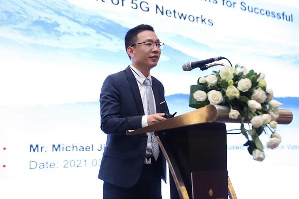Ông Michael Jiang, Giám đốc Công nghệ (CTO) của Huawei Việt Nam, chia sẻ tại Hội thảo và Triển lãm World Mobile Broadband & ICT 2021.