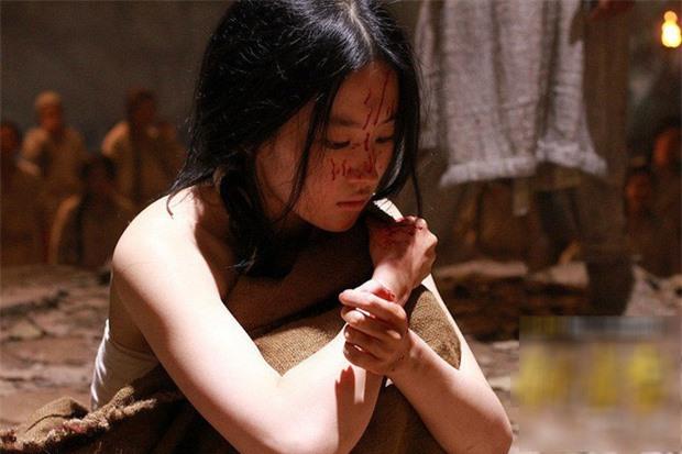 Cung nữ Trung Hoa phong kiến: Thân phận thấp kém, cuộc đời bi ai, chỉ có 2 cái tên may mắn cãi phận - Ảnh 4.