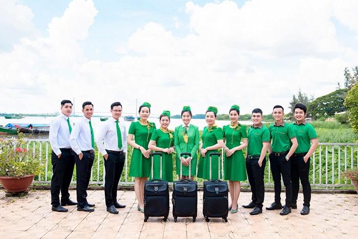 Tập thể nhân viên Mai Linh chuyên nghiệp trong cung cách phục vụ