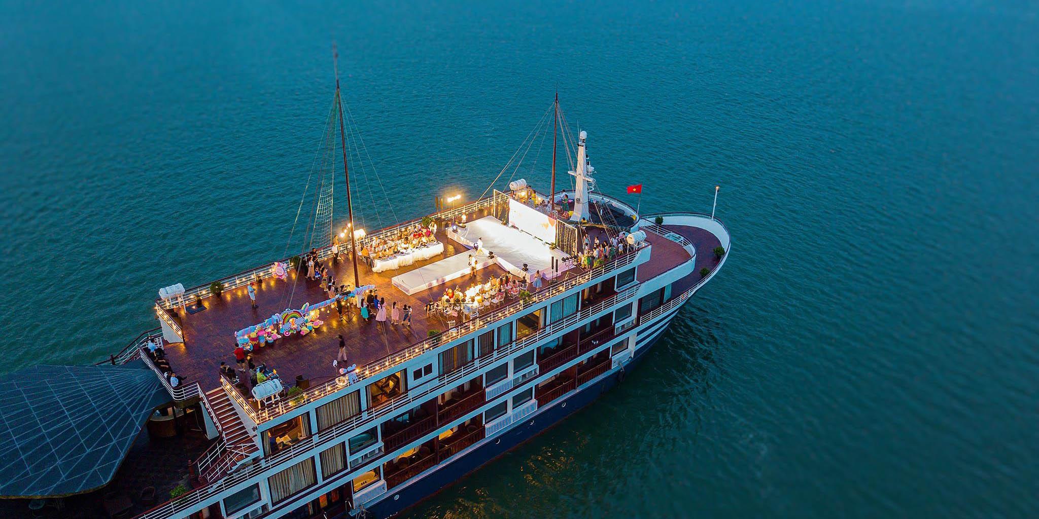 Du thuyền của Sealife Group.