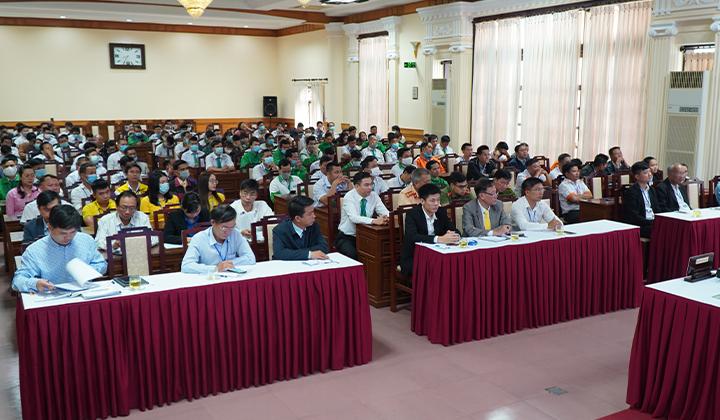 Chủ tịch UBND tỉnh Thừa Thiên Huế Phan Ngọc Thọ lần đầu có buổi gặp mặt, trao đổi với lái xe taxi trên địa bàn tỉnh.