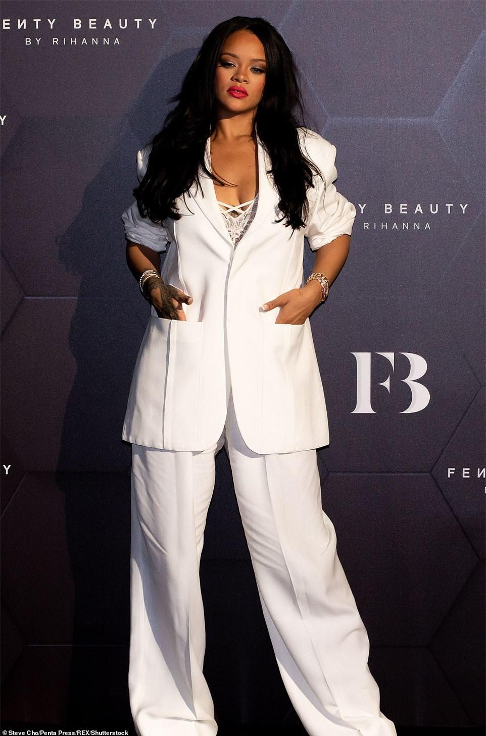 Cận cảnh căn biệt thự mới tậu hơn 300 tỉ đồng của Rihanna ảnh 1