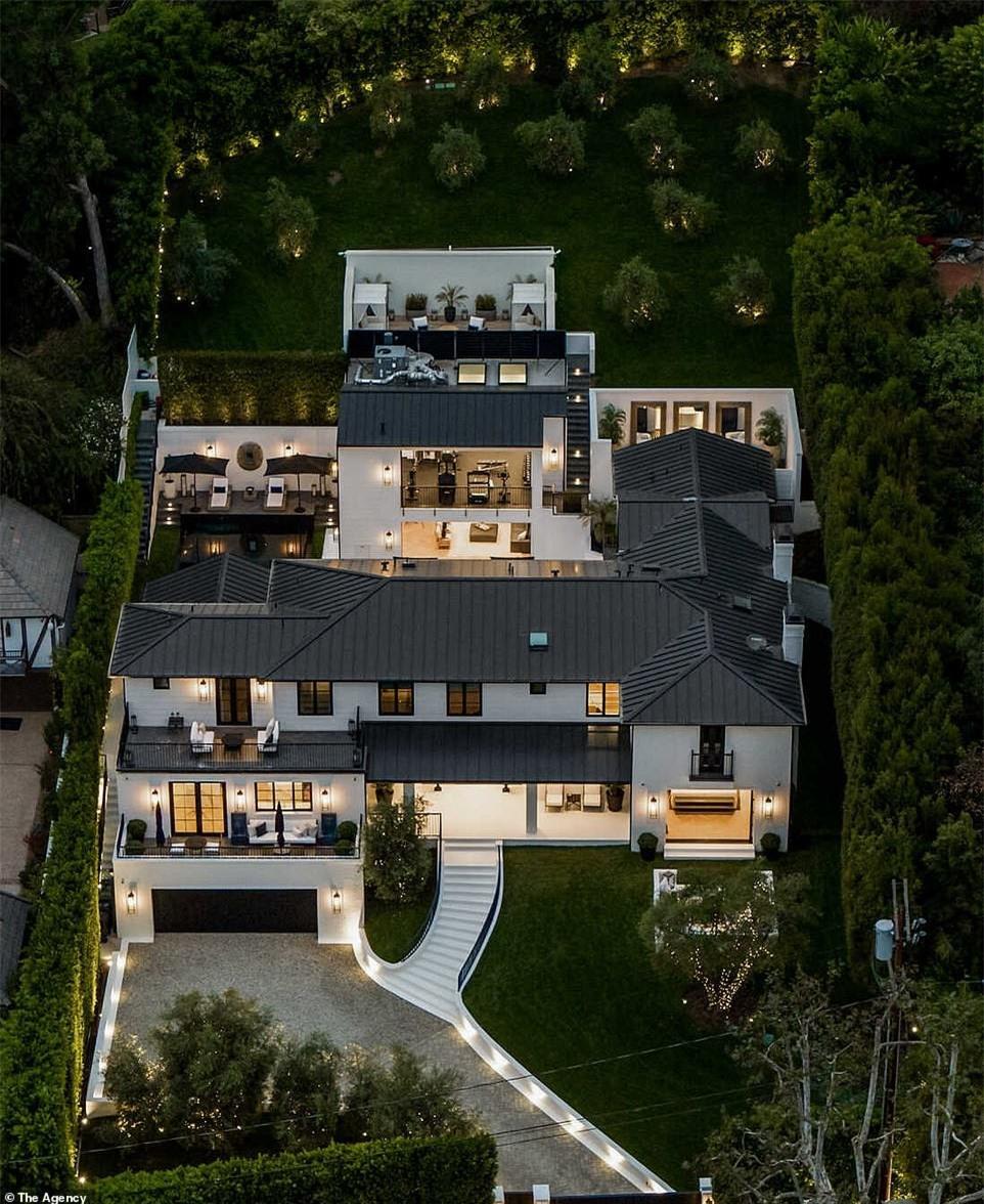 Cận cảnh căn biệt thự mới tậu hơn 300 tỉ đồng của Rihanna ảnh 3