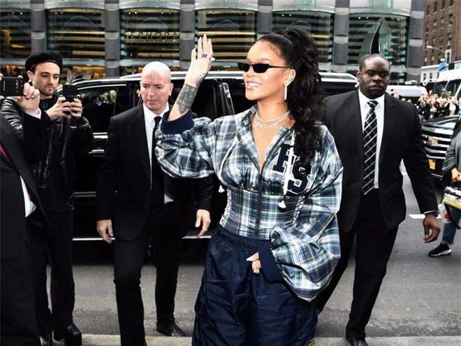 Cận cảnh căn biệt thự mới tậu hơn 300 tỉ đồng của Rihanna ảnh 9