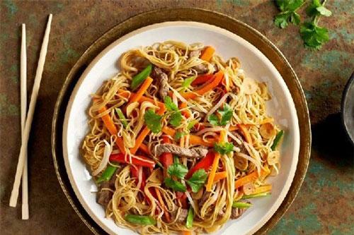 Mì xào Chow Mein vị thơm đặc biệt có nguồn gốc xuất xứ từ Trung Quốc Ảnh minh họa.