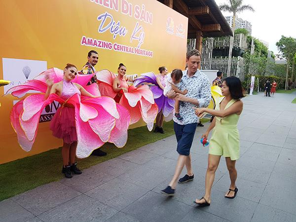 """Đến với chương trình du lịch """"Miền di sản diệu kỳ"""", Du khách sẽ được cảm nhận nhiều cảm xúc, trải nghiệm thú vị đầy ngạc nhiên từ các nhóm sản phẩm ở Đà Nẵng, Thừa Thiên Huế, Quảng Nam và Quảng Bình"""