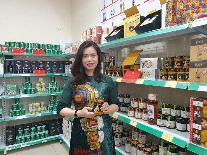 Bà Lê Thị Nga - Tổng giám đốc Công ty Cổ phần ong Tam Đảo là một trong những đối tác của hệ thống HS Shop.