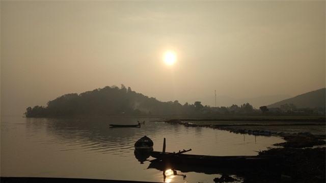 Đắk Lắk: Nét đẹp thuyền độc mộc trên hồ Lắk