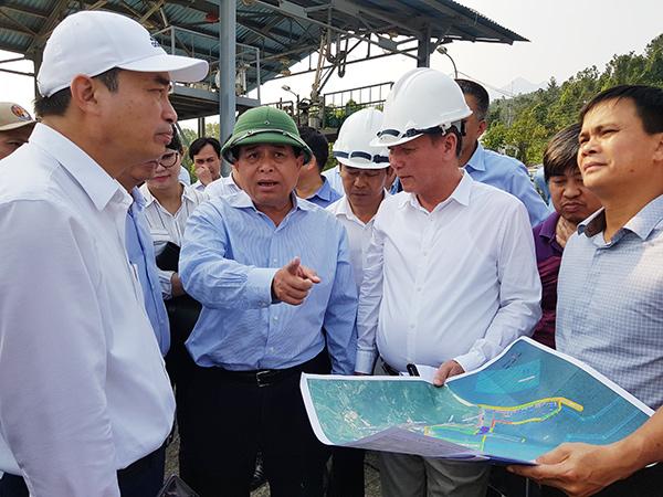 Bộ trưởng Bộ KH-ĐT Nguyễn Chí Dũng thị sát khu vực quy hoạch xây dựng Bến cảng Liên Chiểu - Phần cơ sở hạ tầng dùng chung