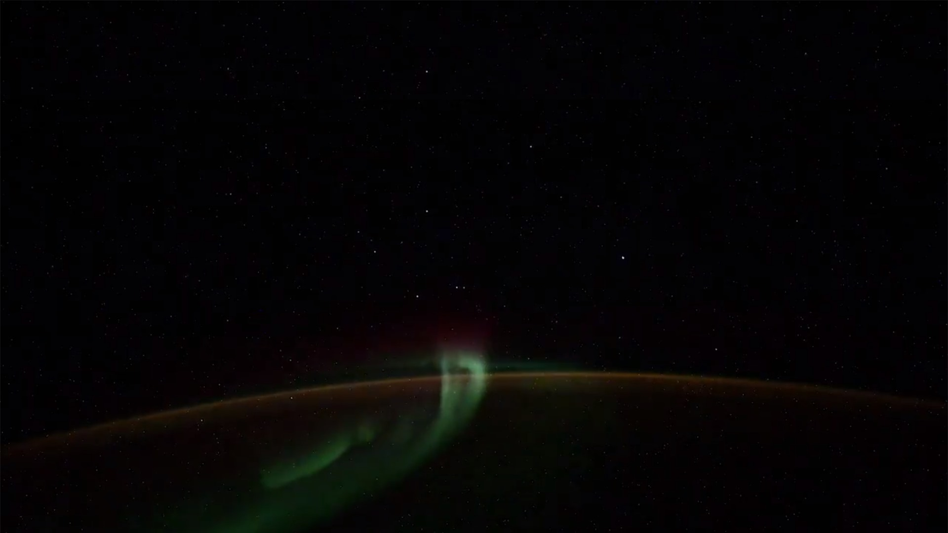 Phi hành gia Nga phát hiện vật thể nghi UFO ảnh 1