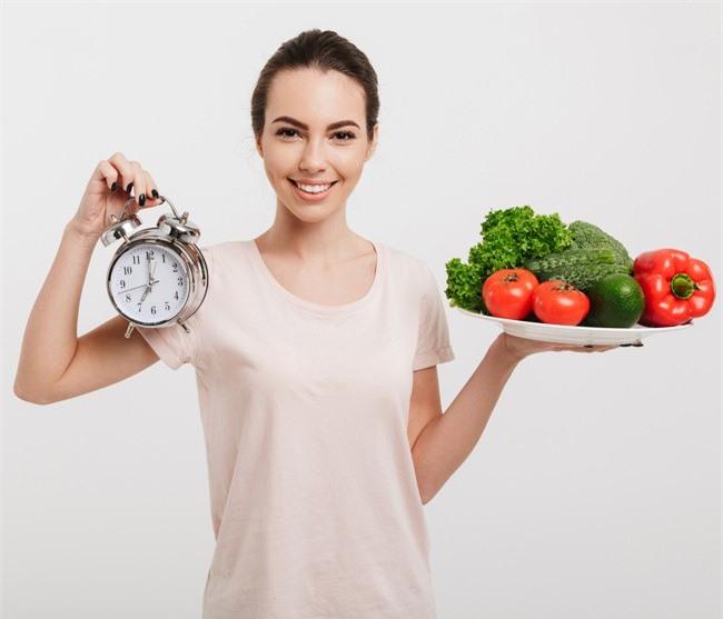 Khung giờ ăn khoa học giúp bạn giảm cân