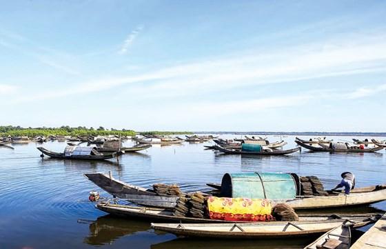 Phá Tam Giang luôn là điểm thu hút khách du lịch khi đến cùng Huế