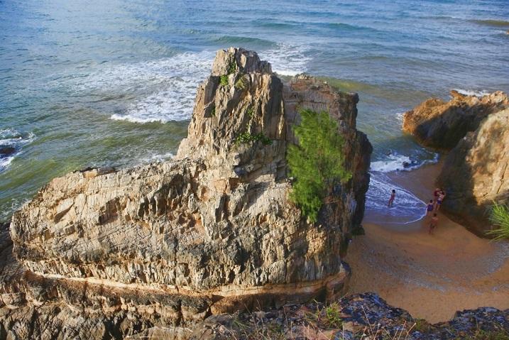 Biển Đá Nhảy luôn níu lòng du khách vì cảnh đẹp