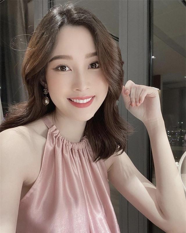 Chùm ảnh Hoa hậu Đặng Thu Thảo xinh đẹp, viên mãn tuổi 30 bên chồng và 2 con - Ảnh 3.
