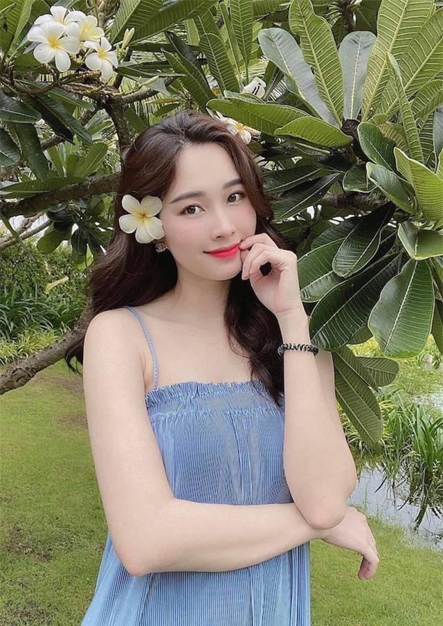 Chùm ảnh Hoa hậu Đặng Thu Thảo xinh đẹp, viên mãn tuổi 30 bên chồng và 2 con - Ảnh 8.