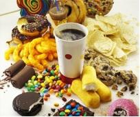 Thực phẩm nhiều đường làm tăng nguy cơ hôi miệng.