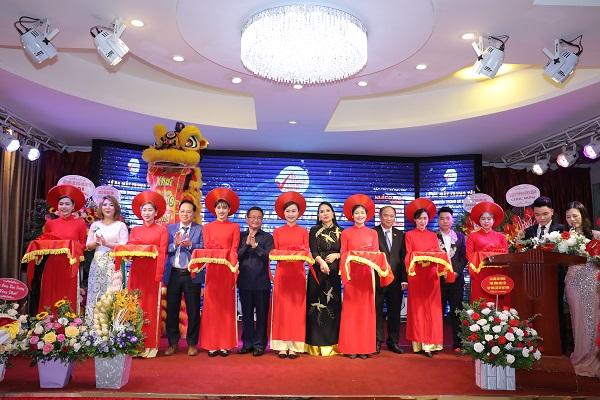 Cắt băng tại buổi lễ ra mắtTrung tâm Truyền thông sự kiện Chiến lược và Đổi mới Sáng tạo khu vực Bắc Bộ tại Hà Nội.