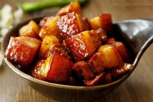 4 sai lầm phổ biến của người Việt khi chế biến thịt lợn gây hại sức khỏe cần bỏ ngay - Ảnh 2.