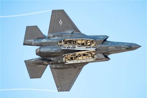 Bao Trung Quoc: My phai bien F-35 thanh may bay nem bom