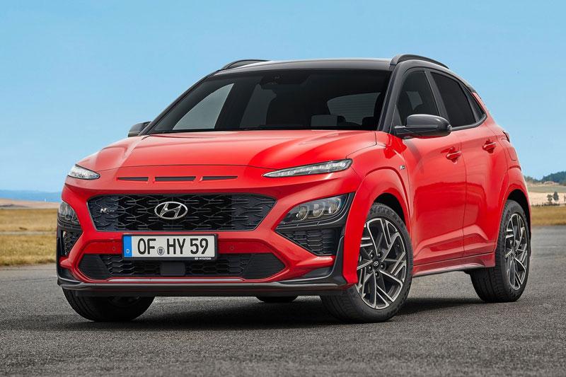 9. Hyundai Kona 2021 (giá khởi điểm: 20.400 USD, điểm tổng thể: 8,3/10).