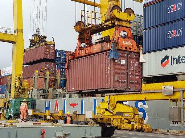 Container rỗng tồn đọng số lượng lớn khiến tốc độ luân chuyển container vẫn kéo dài khoảng từ 30 đến 35 ngày so với 10 đến 15 ngày trước đây!