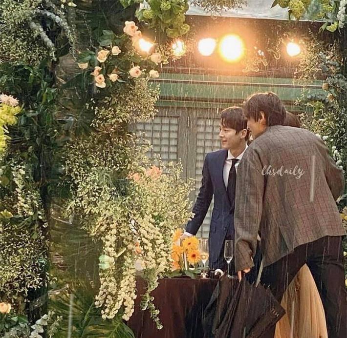 Song Joong Ki lộ dấu hiệu lão hóa thấy rõ sau gần hai năm ly hôn cùng Song Hye Kyo - Ảnh 2.
