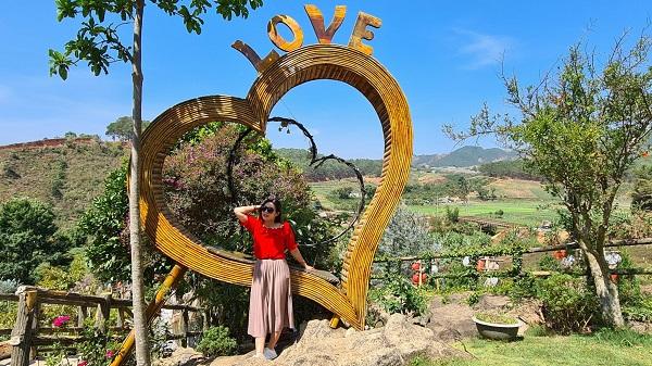 Nhiều góc check in triệu views thu hút du khách trong khu du lịch Thúy Thuận.
