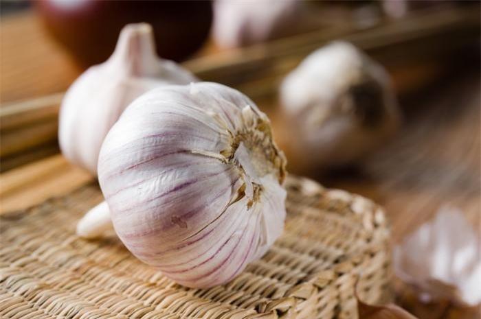 7_garlic_shutterstock_131960915_jppd