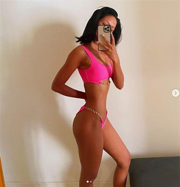 H'Hen Nie tung ảnh bikini từ thời thi hoa hậu, gây choáng với vòng eo 'con kiến' ảnh 4
