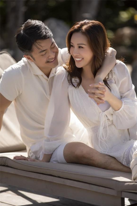 Khoảnh khắc ngọt ngào của Thu Hoài bên vị hôn phu kém tuổi Trí Tống.