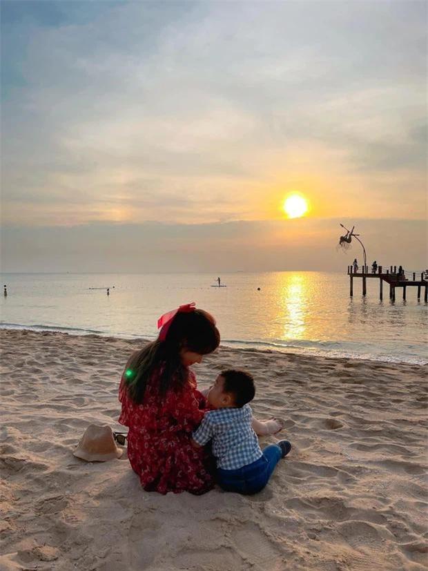 Hòa Minzy lần đầu tiết lộ lí do không công khai mặt con trai ảnh 4