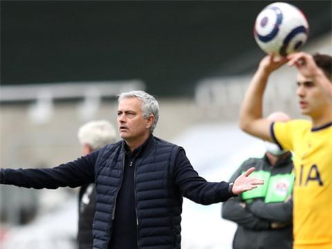 Mourinho lại đổ lỗi cho cầu thủ sau thất bại của Tottenham