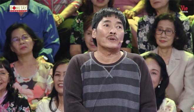 MC Lại Văn Sâm gặp tai nạn, phải xin lỗi khán giả để dẫn tiếp chương trình - Ảnh 1.