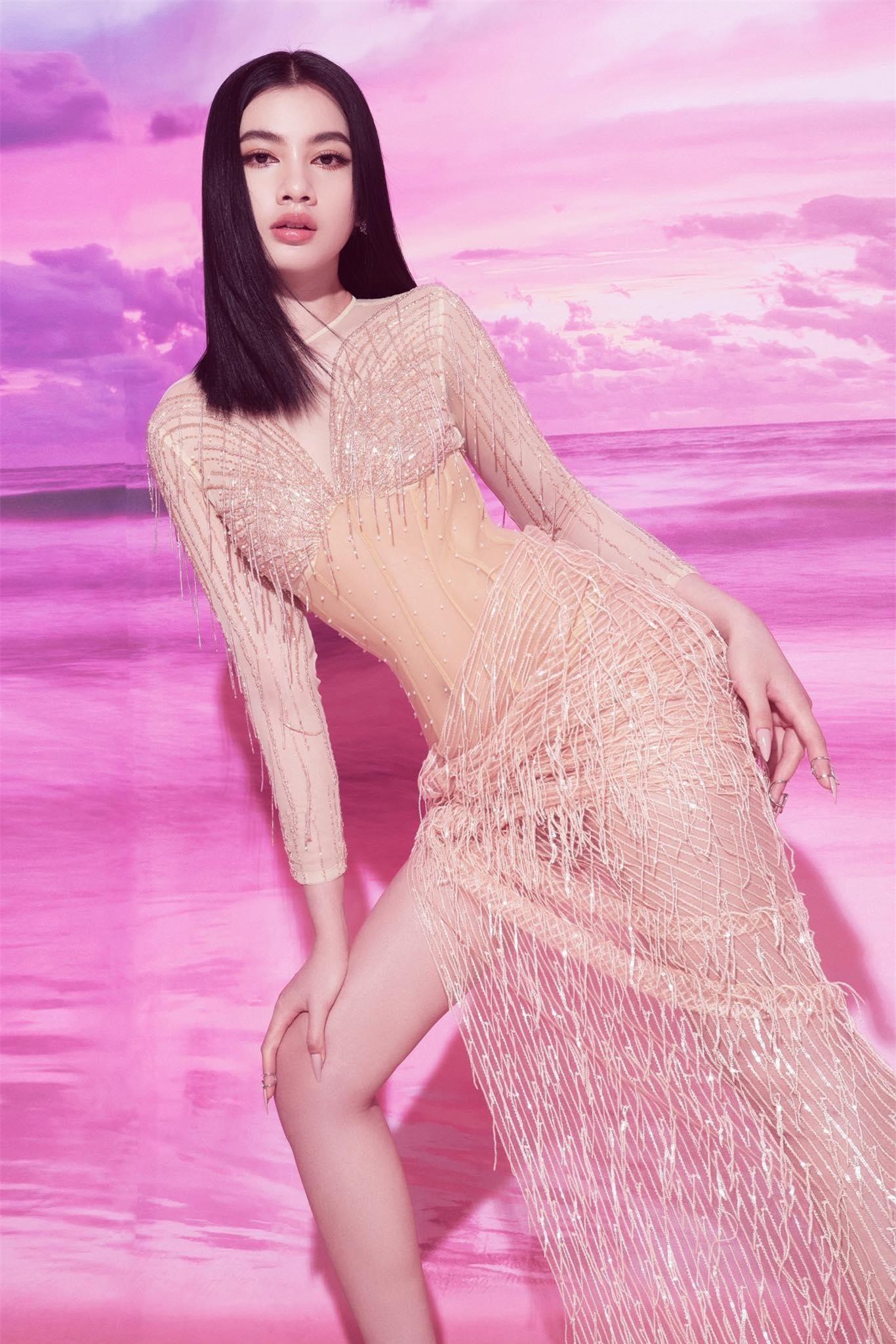 Người đẹp Cẩm Đan diện váy lưới xuyên thấu khoe body gợi cảm ảnh 3