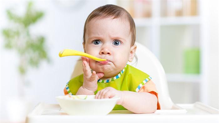 Trẻ bị sốt nên ăn thế nào?