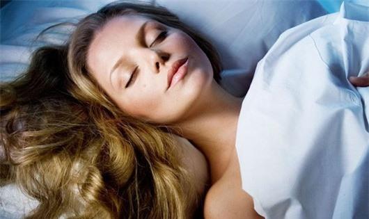 Không để tóc ướt khi ngủ