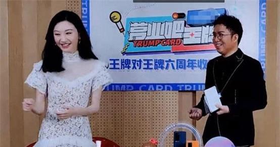 """Chung Hán Lương từ chối thêm Wechat Cảnh Điềm, netizen hú hét đúng chuẩn """"ông chú U50"""" đã có vợ đẹp con xinh  - Ảnh 1."""