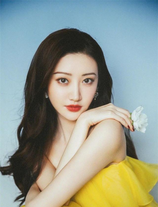"""Chung Hán Lương từ chối thêm Wechat Cảnh Điềm, netizen hú hét đúng chuẩn """"ông chú U50"""" đã có vợ đẹp con xinh  - Ảnh 4."""