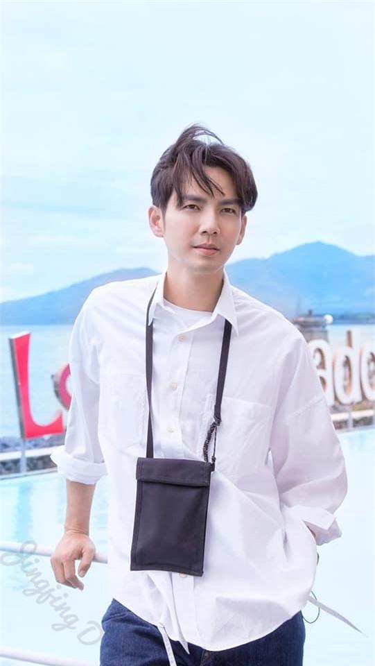 """Chung Hán Lương từ chối thêm Wechat Cảnh Điềm, netizen hú hét đúng chuẩn """"ông chú U50"""" đã có vợ đẹp con xinh  - Ảnh 5."""