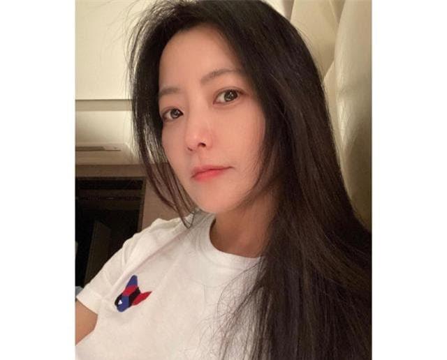 'Đệ nhất mỹ nhân xứ Hàn' Kim Hee Sun bị phát hiện sử dụng app chỉnh ảnh nhưng ai cũng khen nức nở vì điều này 0