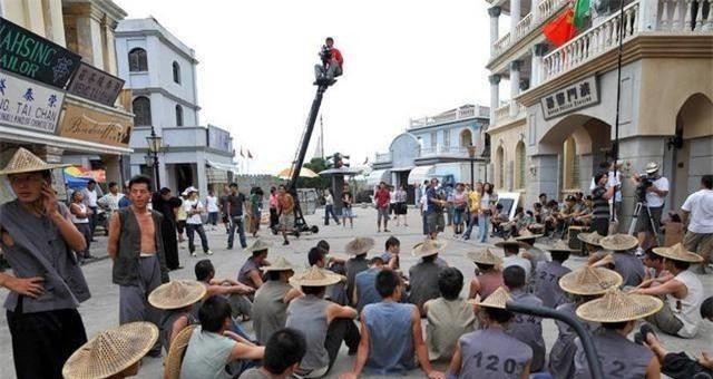 Diễn viên quần chúng bị dẫm đạp và thực tế tàn khốc ở phim trường Trung Quốc - Ảnh 6.