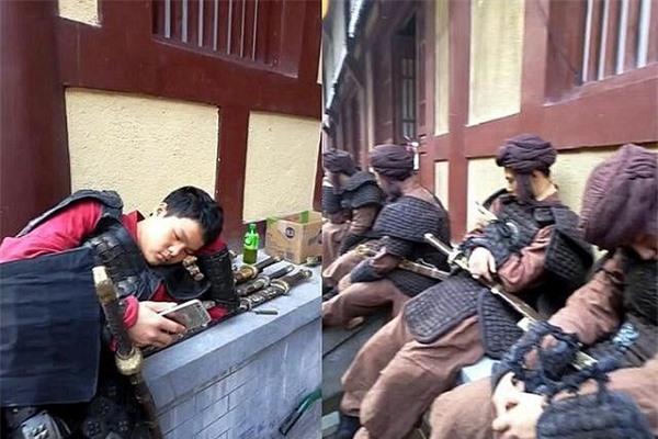 Diễn viên quần chúng bị dẫm đạp và thực tế tàn khốc ở phim trường Trung Quốc - Ảnh 9.