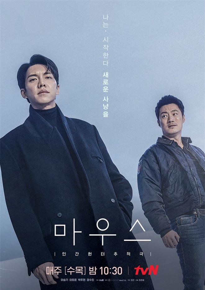 Lee Seung Gi từ anh cảnh sát thật thà hóa kẻ săn người điên loạn trong poster mới của Mouse - Ảnh 1.